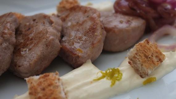 Malte Evers Rezept: Schweinefilet mit Orangenschmand und Brotcroutons 2