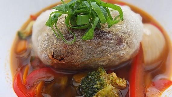 Malte Evers Rezept: Reispapier-Frühlingsrolle mit asiatischer Gemüsesuppe