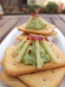 Malte Evers Rezept: Cracker mit Avocadocreme, Chili und Apfel