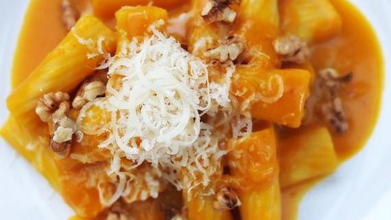 Malte Evers Rezept: Pasta mit Kürbisrahm und Walnüssen