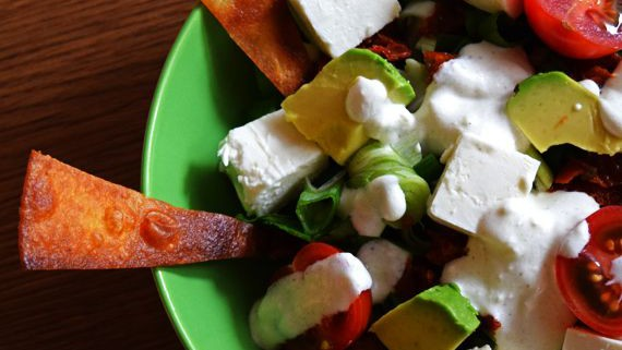 Malte Evers Rezept: Spinatsalat mit gebackener Tortilla