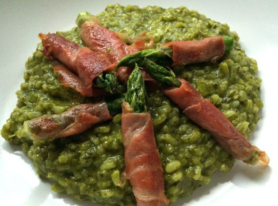 Malte Evers Rezept: Spinatrisotto mit Spargel-Saltimbocca